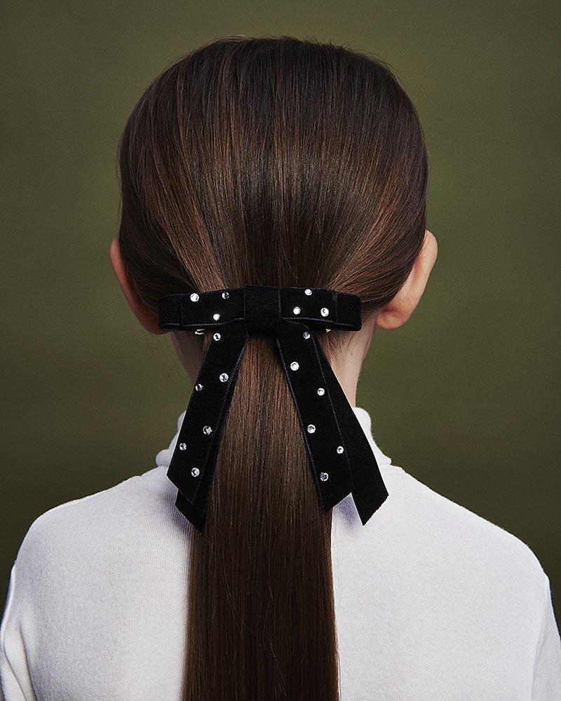 girls hair bow in velvet with pearls