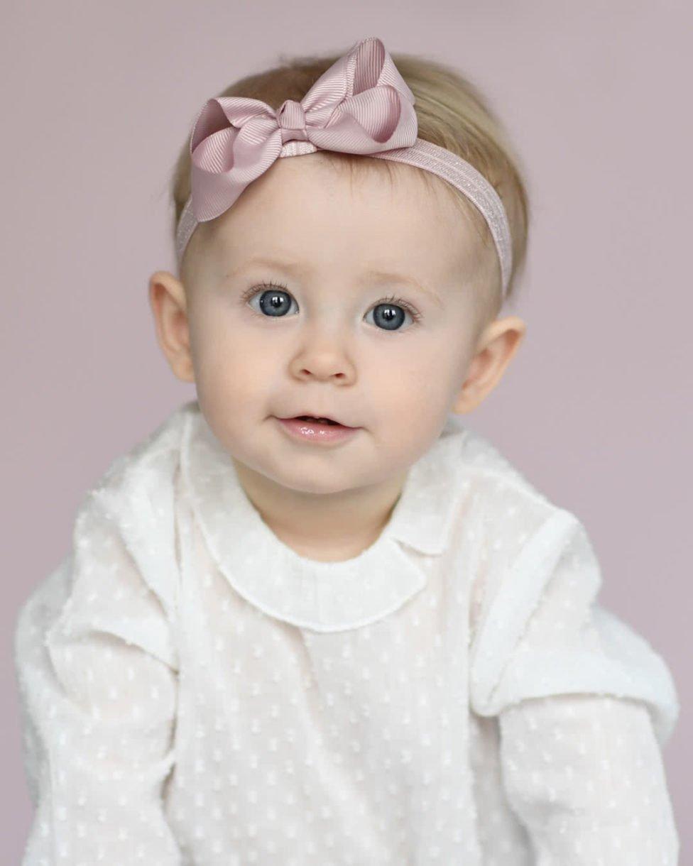Cute hairstyle for toddler hair - elastic headband